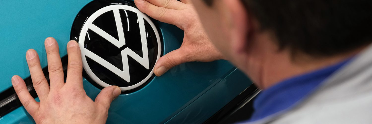 VOLKSWAGEN TO DEVELOP OWN SELF-DRIVING CHIP AND SOFTWARE, CEO SAYS
